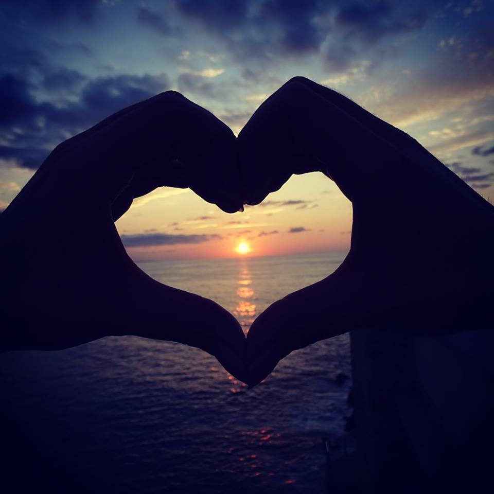 hand hearts in sunset - HD1080×1080